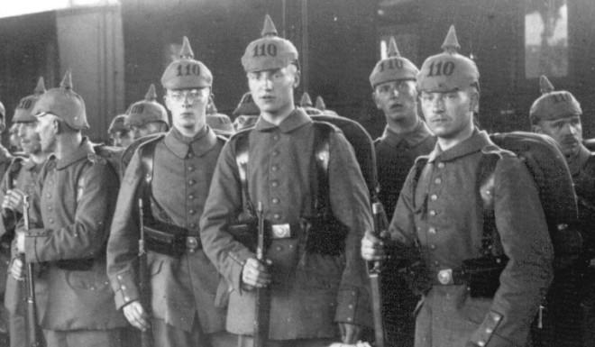 Duitse soldaten in een station