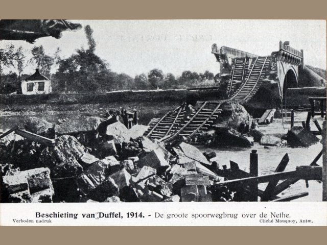 Duffel na de beschieting - kapotte brug over de Nete