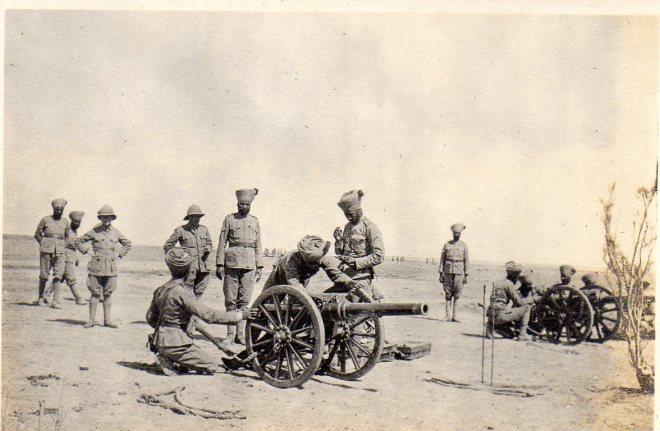 Indische kanonniers tijdens de slag om Shaiba
