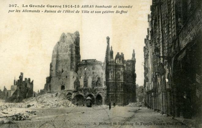Arras 1915 - stadhuis en belfort