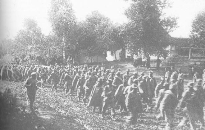 BroesilovOffensief_OostenrijkseKrijgsgevangenen.jpg