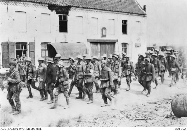 Fromelles_19160620_AustralischeKrijgsgevangenen.JPG