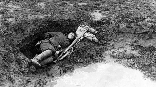 DuitsesoldaatGesneuveld_WO1.jpg