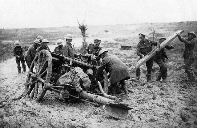 Passchendaele-Jacking-a-field-gun-at-Flanders