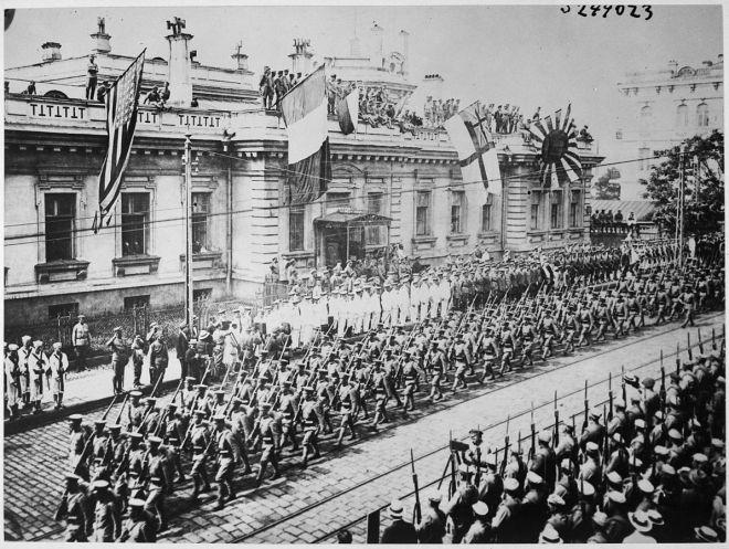 1194px-Wladiwostok_Parade_1918