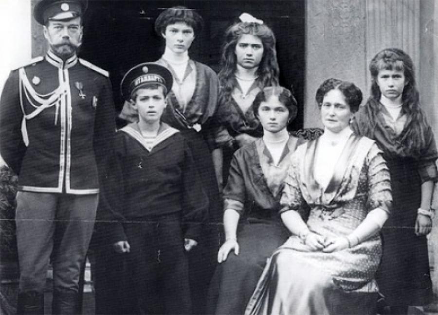 Russian_Royal_Family_1917