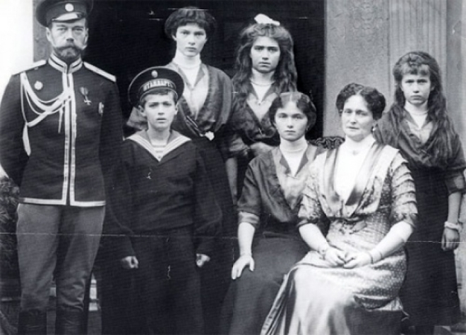 Russian_Royal_Family_1917