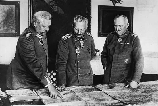 Wilhelm_II_Hindenburg_Ludendorff_191808